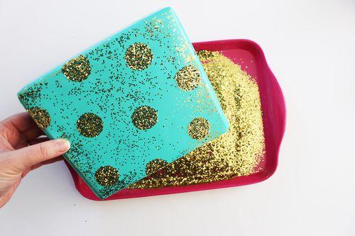 Shake-glitter-gift-wrap