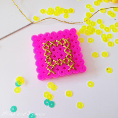 DIY broche perles à repasser brodée lettre A monogramme