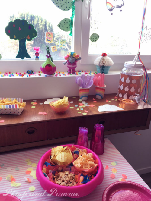 Poppy-Party-Yummy-Table