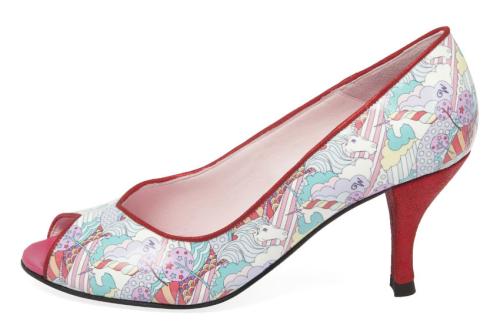 Unicorn-Shoes-Magic-Annabel-Winship-Thelma