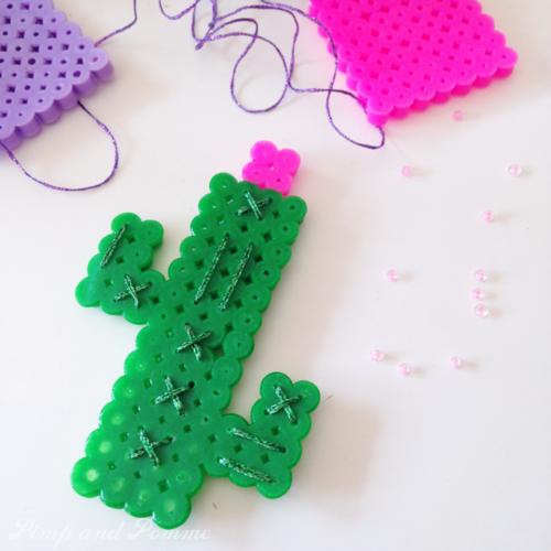 DIY broche cactus perles à repasser brodée