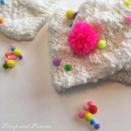 DIY-bonnet-pompons-TAO-rainbow-power-arc-en-ciel-4
