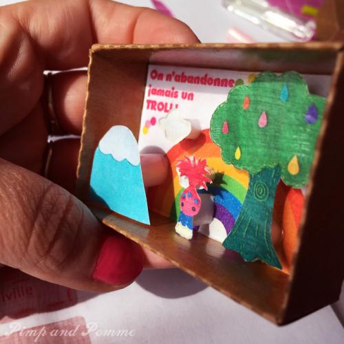 Diorama-Trolls-Poppy-Rainbow-en-Boite-Free-Printable