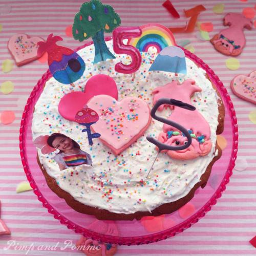 Poppy-Cake-Rainbow-Troll