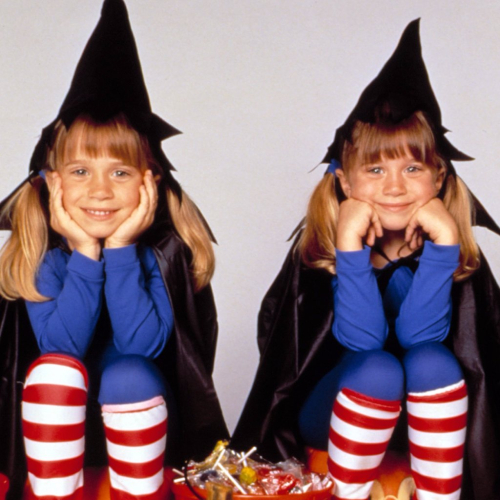Mary-Kate-Ashley-Olsen-Halloween-Costumes.png