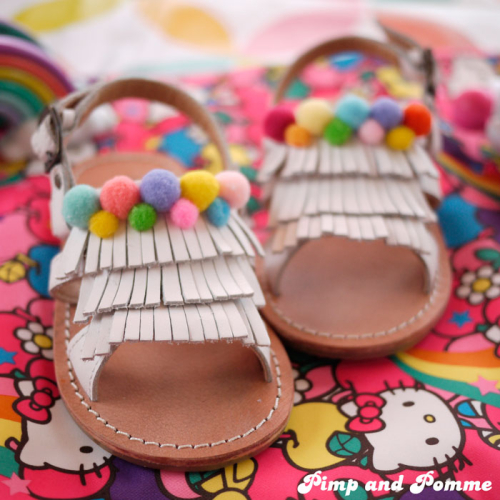 DIY-Pom-Pom-Shoes-TAO-Sandales-customisation-sandales-rainbow