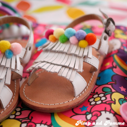 DIY-Pom-Pom-Rainbow-Shoes-TAO-Sandales-customisation-tapealoeil